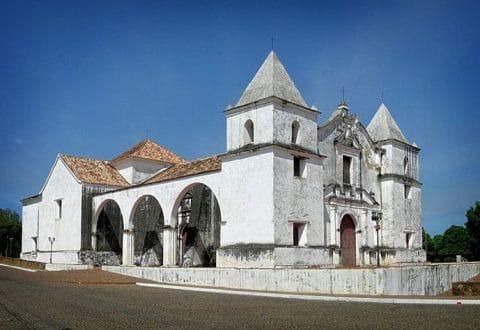 Iglesia San Antonio de Padua en Clarines